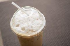 热奶咖啡冰了 库存照片