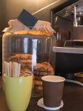 热奶咖啡咖啡和曲奇饼 免版税库存图片