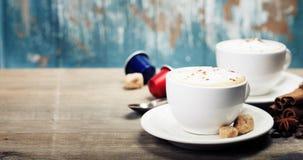 热奶咖啡托起二 库存图片