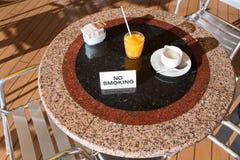 热奶咖啡新鲜的汁桔子 免版税图库摄影