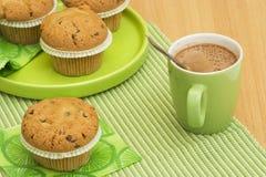 热奶咖啡松饼 库存照片