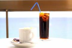 热奶咖啡焦炭 免版税库存照片