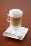 热奶咖啡表 免版税库存图片