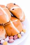 热小圆面包交叉的复活节彩蛋 免版税库存照片
