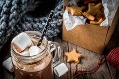 热巧克力和姜星 库存图片
