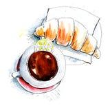 热巧克力或咖啡或者茶杯有新月形面包和柠檬切片的在报纸背景 顶视图 法国早餐菜单backgro 库存图片