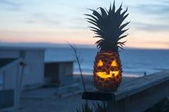 热带万圣夜概念菠萝 库存图片
