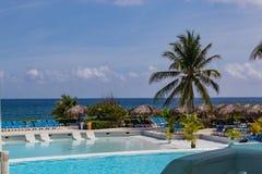 热带俯视加勒比海的庭院和水池如在蒙特哥贝Lucea牙买加中看到 免版税库存图片