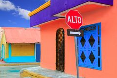热带加勒比五颜六色的房子isla的mujeres 免版税库存照片
