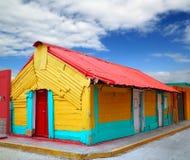 热带加勒比五颜六色的房子isla的mujeres 图库摄影
