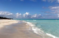 热带加勒比海滩和绿宝石水风景 库存图片