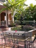 热带喷泉的露台 免版税图库摄影