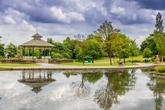 热带大气装饰好公园的漫步 图库摄影