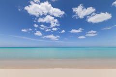 热带天堂白色沙子海滩 免版税库存图片