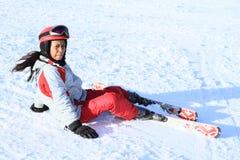 热带女孩第一滑雪-落 免版税库存图片