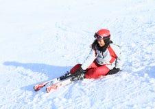 热带女孩第一滑雪-落 库存照片