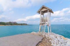 热带小屋和海Khao的Laem Ya, Rayong,泰国 免版税图库摄影