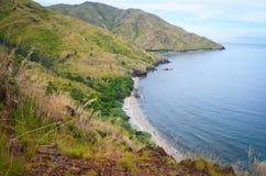 热带山和小海湾 免版税库存图片
