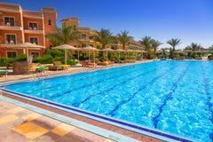 热带手段三角落晴朗的海滩在Hurghada 免版税图库摄影