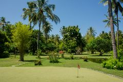 热带手段的微型高尔夫球操场在马尔代夫 免版税库存图片