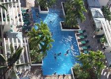 热带旅馆的池 免版税库存照片