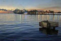 热带日落和海洋 免版税库存照片