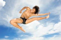 热带杂技演员的海滩 免版税库存照片