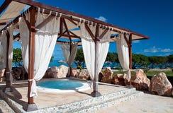 热带极可意浴缸的风景 免版税库存图片