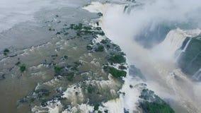 热带森林和伊瓜苏瀑布的包围的看法河 股票视频