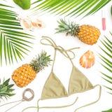 热带概念 菠萝,芒果结果实与在白色背景的比基尼泳装游泳衣 平的位置,顶视图 库存照片