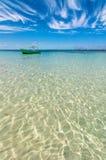 热带海和小船在Isla Mujeres,墨西哥 免版税图库摄影