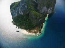 热带海岛和沙滩 免版税库存照片