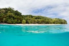 热带海岛在斐济 免版税库存图片