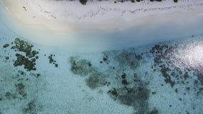 热带海岛在马尔代夫一空中射击 免版税库存图片