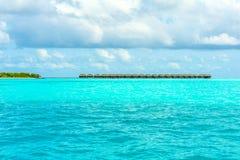 热带海岛度假村的平房 免版税图库摄影