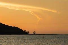 热带海岛日落场面 库存照片