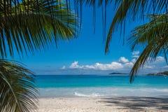 热带海岛海滩Anse拉齐奥,普拉兰岛,塞舌尔群岛 库存照片