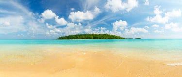 热带海岛的全景 库存图片