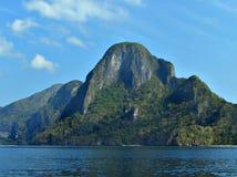 热带海岛的岩石 免版税库存图片