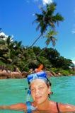 热带海岛的snorkeler 库存照片