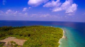 热带海岛鸟瞰图 免版税库存图片