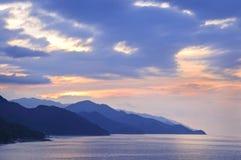 热带海岸墨西哥的日落 免版税库存照片