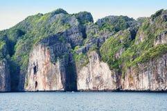 热带海海岛岩石 图库摄影
