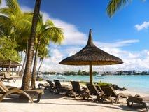 热带海滩和盐水湖,毛里求斯海岛 免版税库存照片