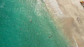 热带海滩惊人空中寄生虫录影在巴厘岛的 影视素材