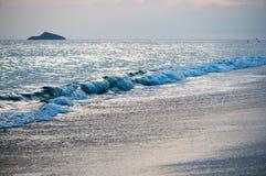 热带海滩日落,浪漫逃走 图库摄影