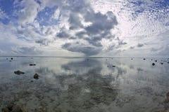 热带海滩梦想的日落 免版税库存照片