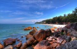 热带海滩的海岸线 免版税库存照片