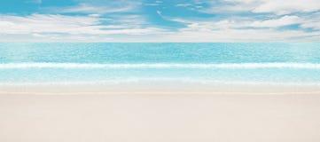 热带海滩的海洋 免版税图库摄影