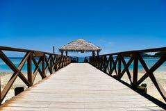 热带海滩的码头 图库摄影